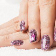 Artificial nails services